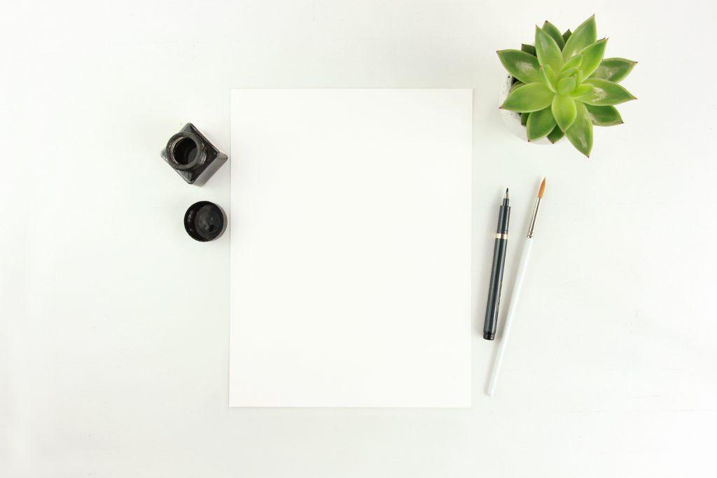 紙とペンがある